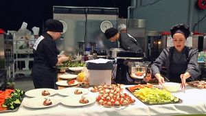 Cateringkokit valmistavat brunssia SM-kisoissa.