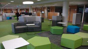 Pasilan TE-toimisto on avointa tilaa.
