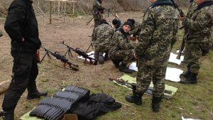 Sotilaita Ukrainan ja Venäjän välisellä rajalla Ukrainan rajajoukkojen Uspenkan tukikohdassa, jossa koulutetaan rajamiehiä sotilaalliseen toimintaan.