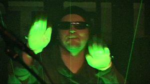 Aparaat-yhtyeen Tiit Kikas ja laserharppu