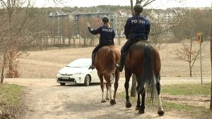 Ratsupoliisit Taru Laitinen ja Mari Autio Lounais-Suomen poliisi.