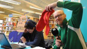 Meteorologi Matti Huutonen käytti näitä sukkia aikoinaan television sääohjelmissa.