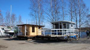 Lauttasaunoja Joensuun Linnunlahden venesatamassa.