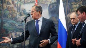 Lavrov puhuu.