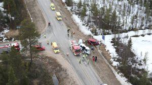 Onnettomuuspaikka kuvattuna Rajavartiolaitoksen helikopterista.