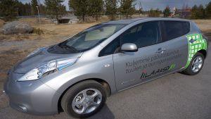 Yksi Iin kunnan hankkimista sähköautoista.