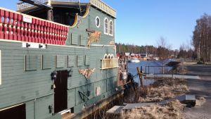 Kuvassa Pirate-laiva Suntin varrella Kokkolassa.