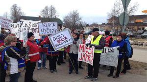 Henkilöstöjärjestöt osoittivat 29.4.2014 Kärsämäellä mieltä valtuuston päätöksestä ulkoistaa kunnan sosiaali -ja terveyspalvelut ja irtautua peruspalvelukuntayhtymä Selänteestä.