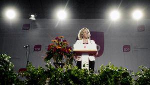 Jutta Urpilainen puhuu SDP:n puoluekokouksessa Seinäjoellä.