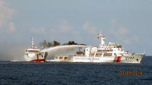Vietnamin rannikkovartioston kuva kiinalaisen ja vietnamilaisen aluksen yhteenotosta kiisteltyjen Paracel-saarten lähistöllä