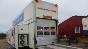 Ruotsissa Bilprovningenilla on kaksi mobiilikatsastusasemaa.