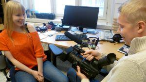 Videobloggaajat Emmi Nieminen ja Oskari Virtanen