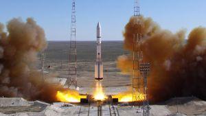 Proton-rakettia laukaistaan.