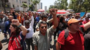 Sadat meksikolaisopettajat osoittivat mieltään koulutusuudistusta vastaan ja vaativat parempia työolosuhteita Meksikon pääkaupungissa 15. toukokuuta.