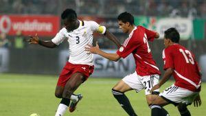Asamoah Gyan harhauttaa Egyptin puolustajia