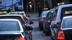Taksijono Helsingissä.