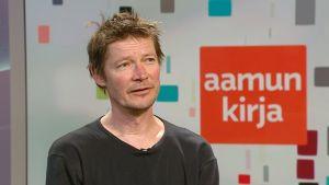 """Kirjailija Juha Hurme kertoo teoksestaan """"Nyljetyt ajatukset"""" (2014)."""