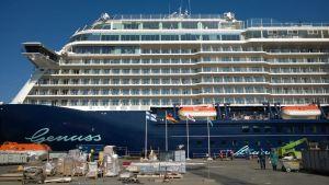 Mein Schiff 3 -risteilyalus Turun telakalla.