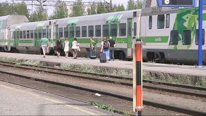 Juna, junamatkustajia, Joensuun rautatieasema