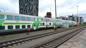 Intercity-juna Tampereen rautatieasemalla.