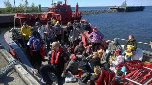 Vapaaehtoiset valmiina lähtöön Raahen satamassa.