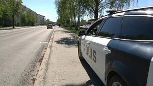 Poliisi valvoo liikennettä