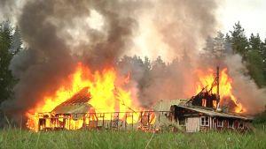 Tulipalo Palokan viihdekeskuksessa