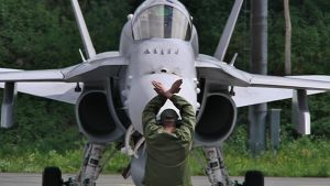 F-18 Hornet hävittäjä saapuu Rissalan tukikohtaan