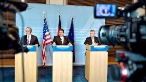 Michael Froman, Sigmar Gabriel ja Karel De Gucht.