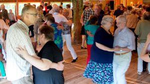 Tanssijoita Vojakkalan avajaistansseissa kesällä 2014