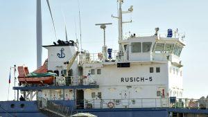 M/V Rusich-5 Tornion Röyttän satamassa 11. kesäkuuta 2014.