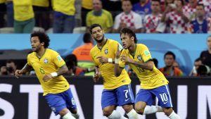 Marcelo, Hulk ja Neymar juhlivat maalia Kroatiaa vastaan.