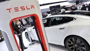 Sähköautovalmistaja Tesla Motorsin auto näyttelyssä Detroitissa.