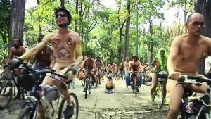 Alastonpyöräilijöitä Venezuelassa.