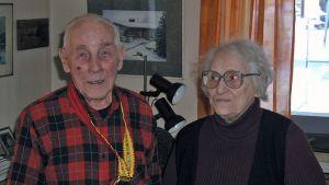 Kirjailija-toimittaja Arvo Ruonaniemi ja hänen vaimonsa Eeva.
