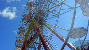 Maailmanpyörä Tivoli Sariolassa.