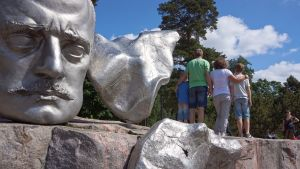 Tourists at Sibelius monument.