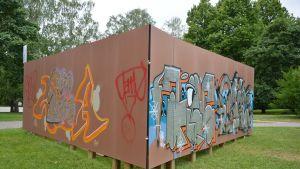 Turun samppalinnan luvallinen graffittiseinä.