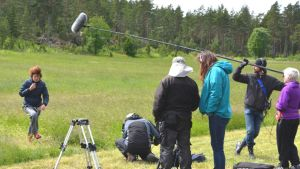 Työryhmä harjoittelee elokuvan kohtausta
