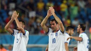Kreikkalaiset kiittävät faneja.