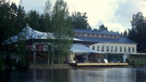 Utran kesäteatteri on aivan Pielisjoen varrella.