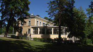 Hietalahden Villassa yhdistyvät sekä empire että funkkis.