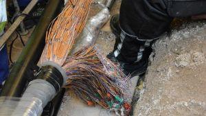 Turun puhelinvian korjaaminen edellytti useamman sadan kuparikaapelin vaihtamista.