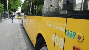 Föli-joukkoliikenteen linja-auto.