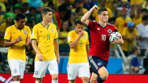 Kolumbian James Rodríguez tuulettaa maaliaan.