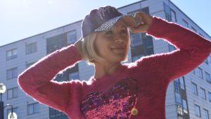 Heidi Pakarinen auringonpaisteessa.