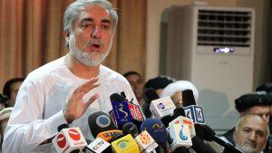 Abdullah Abdullah kuvattuna lehdistötilaisuudessa Kabulissa 6. heinäkuuta 2014.