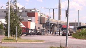 Norilsk Nickel Harjavallan tehtailta pääsi Kokemäenjokeen viikonvaihteessa jäähdytysveden mukana nikkeliä 66 tonnia. Jokiveden laatua seurataan nyt päivittäin.