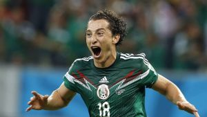 Meksikon Andres Guardado tuulettaa.
