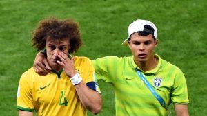 Brasilian David Luiz ja Thiago Silva pettyneissä tunnelmissa.